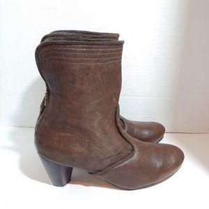 NWOB Caleen Cordero handmade leather boots